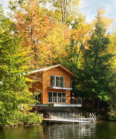 Cantilevered-Lake-House